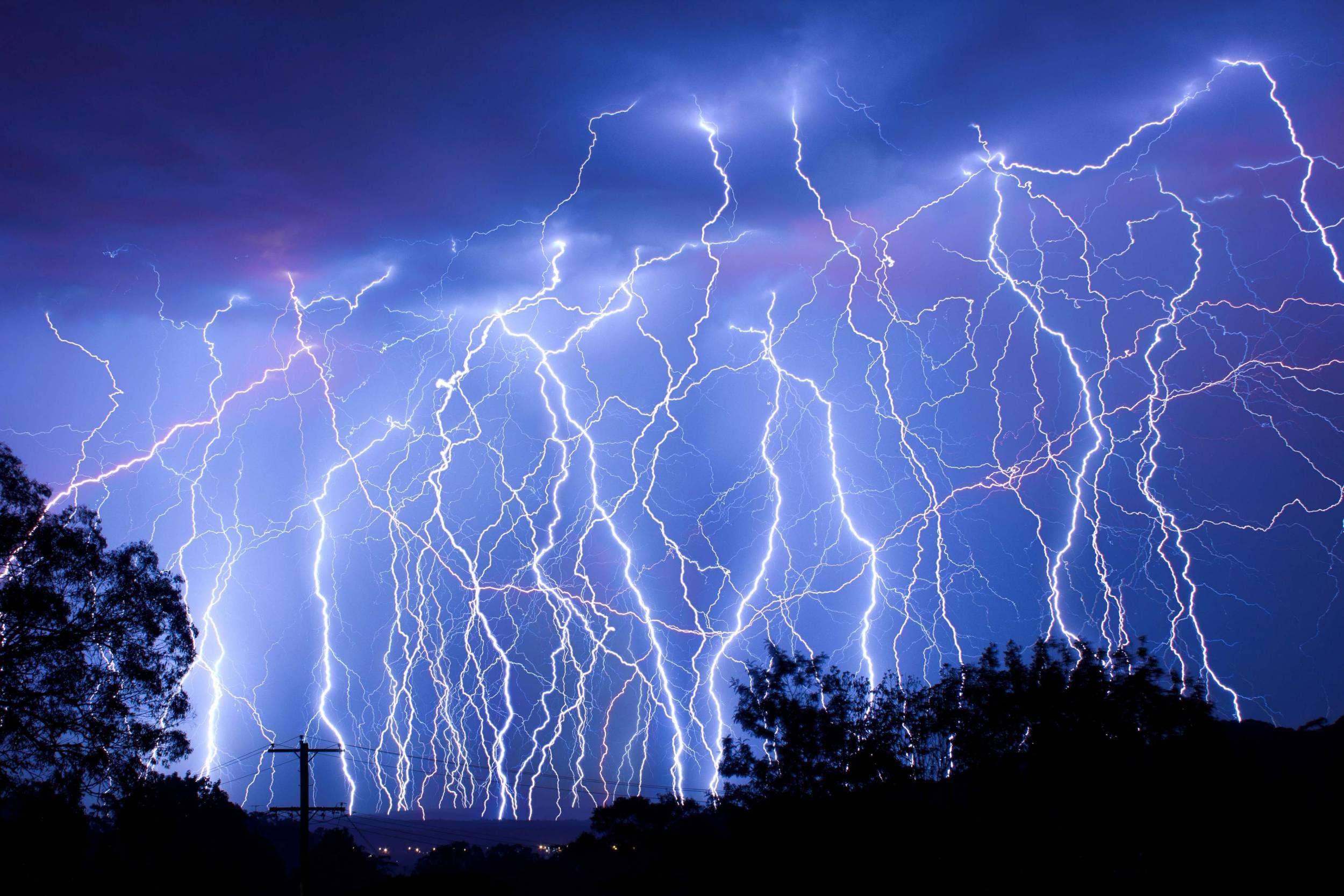 Lightning Wallpapers Top Free Lightning Backgrounds Wallpaperaccess