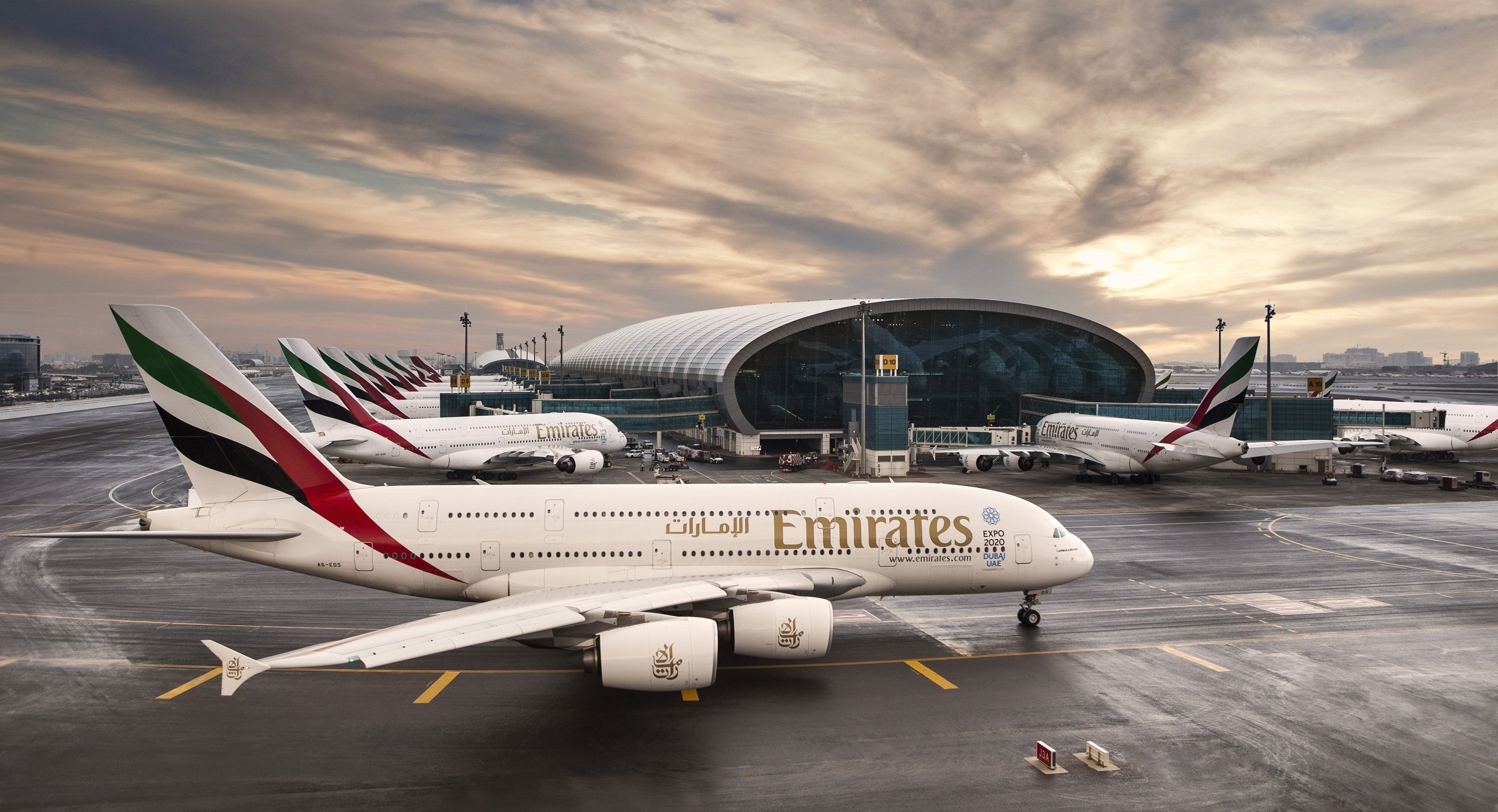 Emirates Wallpapers Top Free Emirates Backgrounds Wallpaperaccess