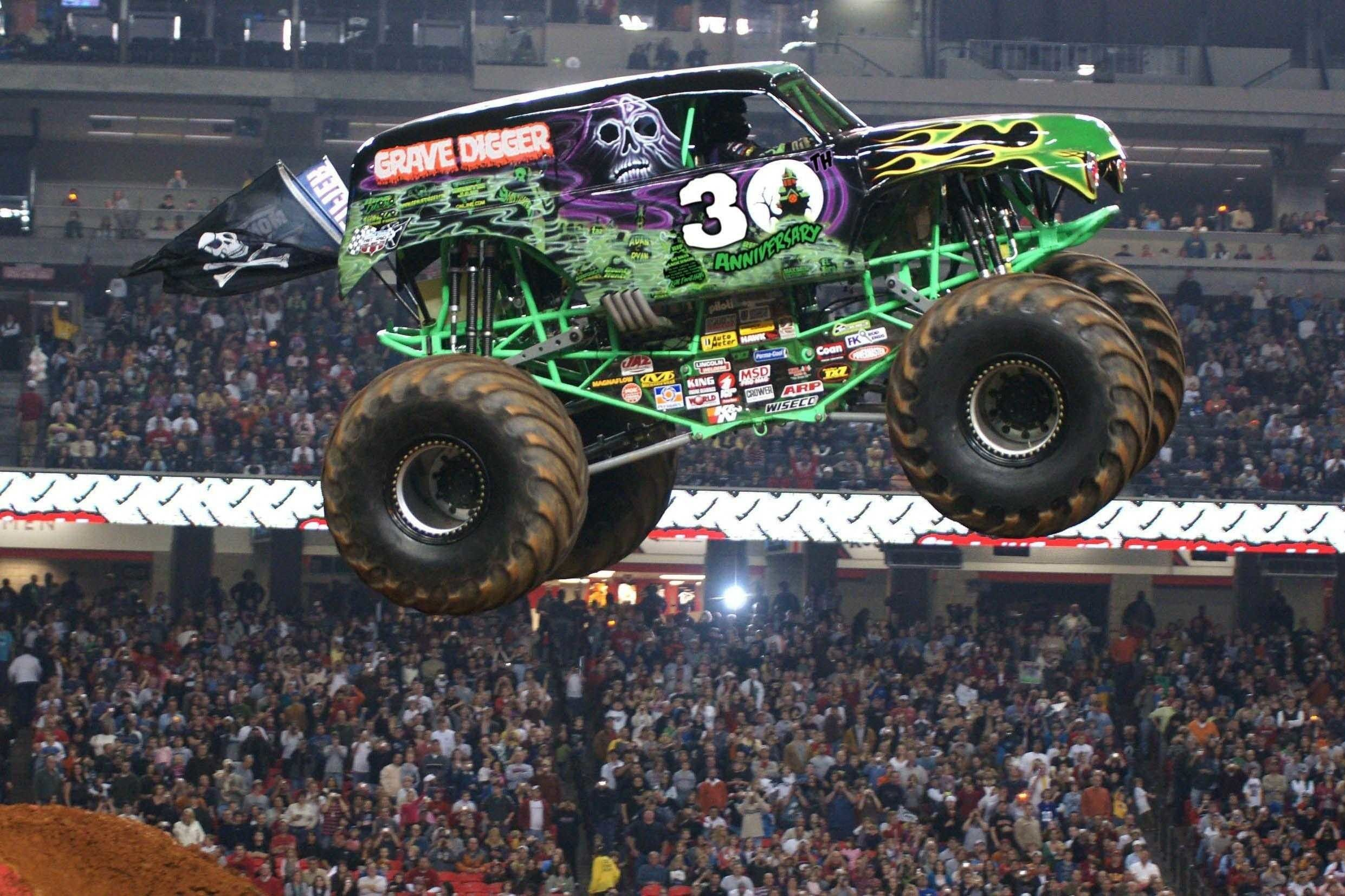 Monster Truck Wallpapers Top Free Monster Truck Backgrounds Wallpaperaccess