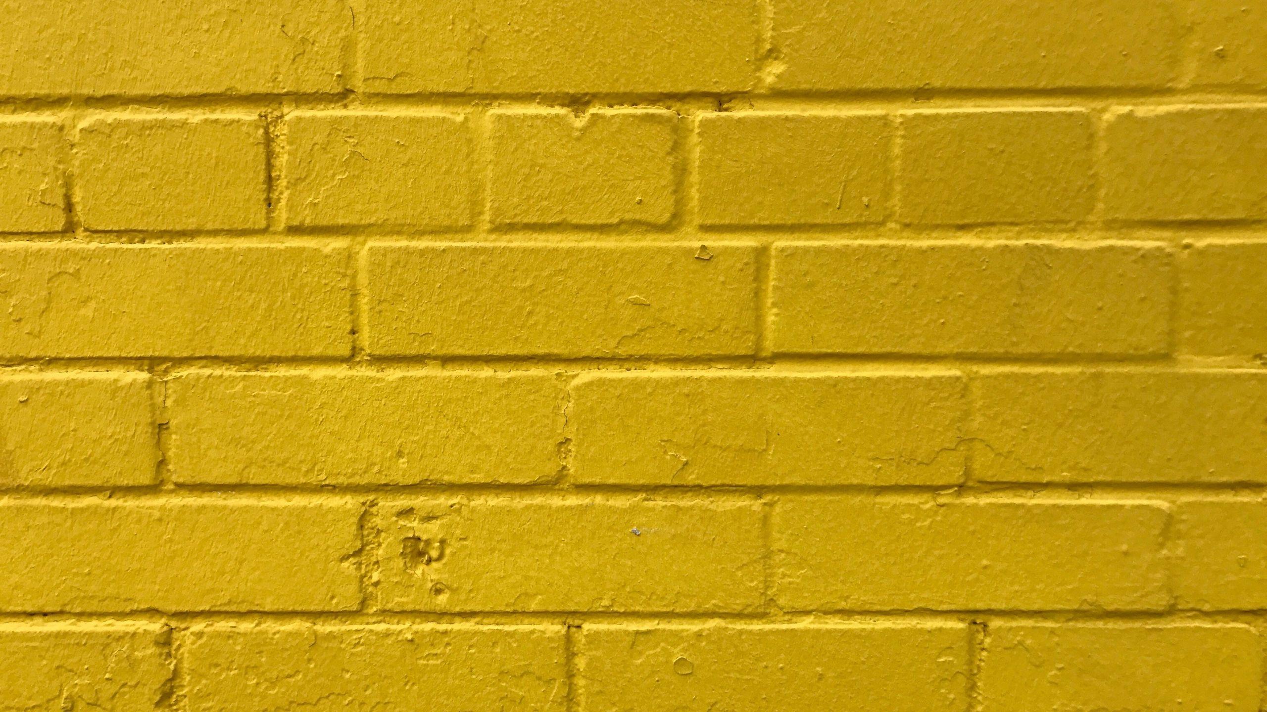 2560x1440 Tải xuống hình nền 2560x1440 gạch, màu vàng, tường, kết cấu