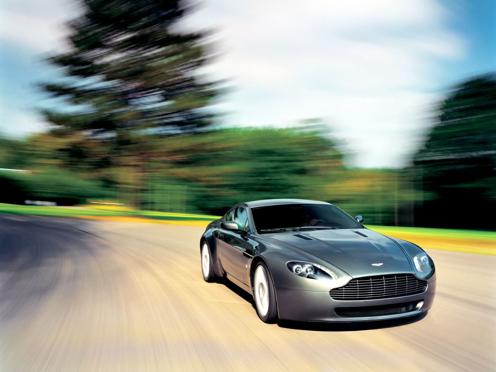 Aston Martin Vantage Wallpapers Top Free Aston Martin Vantage Backgrounds Wallpaperaccess