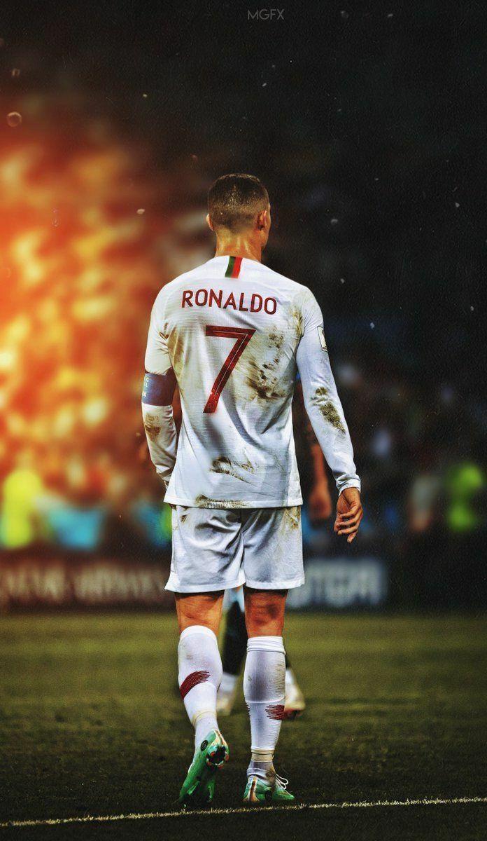 696x1200 C Ronaldo 2019 hình nền