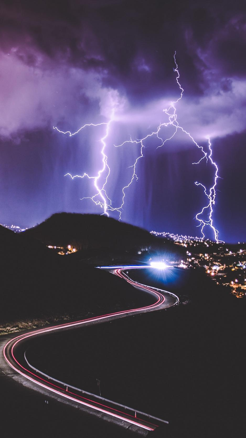 Lightning Iphone Wallpapers Top Free Lightning Iphone Backgrounds Wallpaperaccess