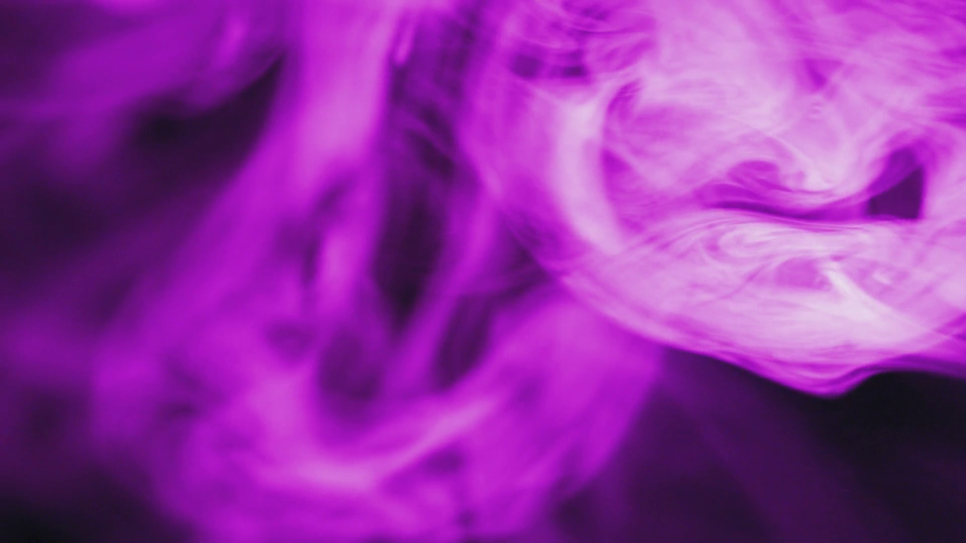 Фото чувака в пурпурном шлеме с йогуртом господь
