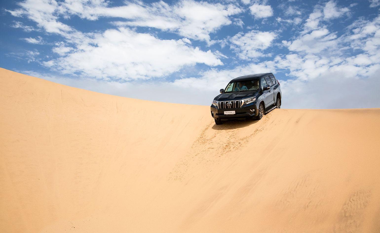 Land Cruiser Desert Wallpapers Top Free Land Cruiser Desert Backgrounds Wallpaperaccess