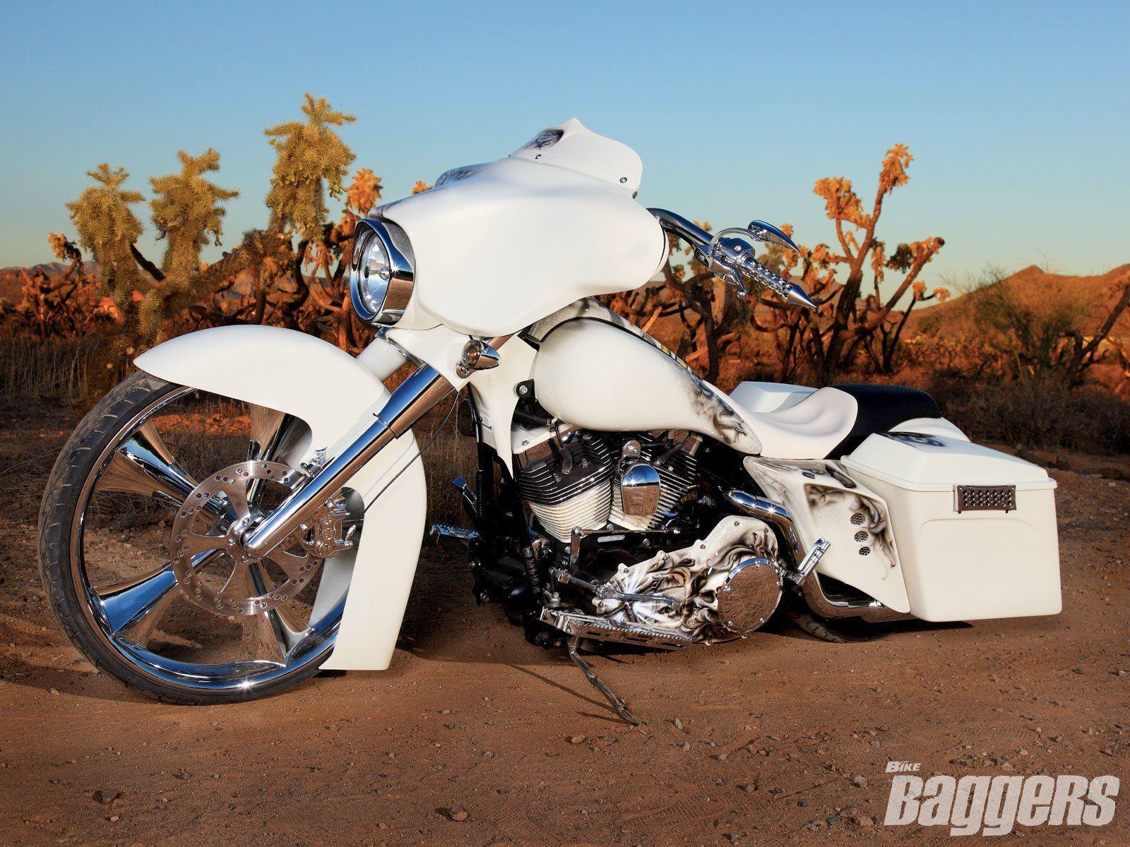 Harley-Davidson Street Glide Wallpapers