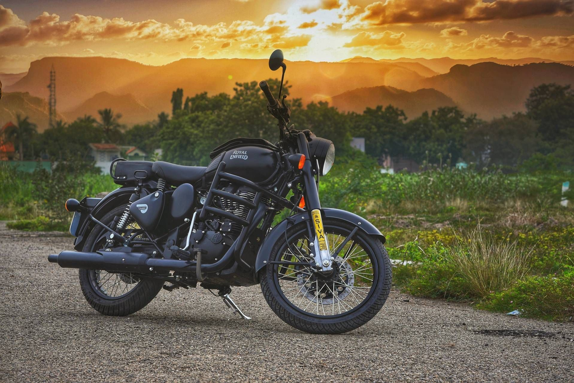 Royal Enfield Black Wallpapers Top Free Royal Enfield Black Backgrounds Wallpaperaccess