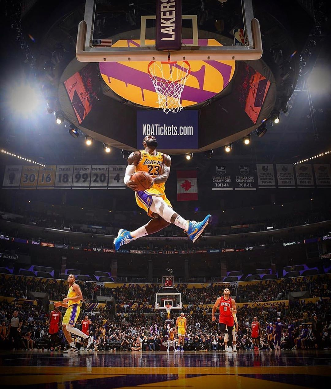 Lebron James Dunking Wallpapers Top Free Lebron James Dunking Backgrounds Wallpaperaccess