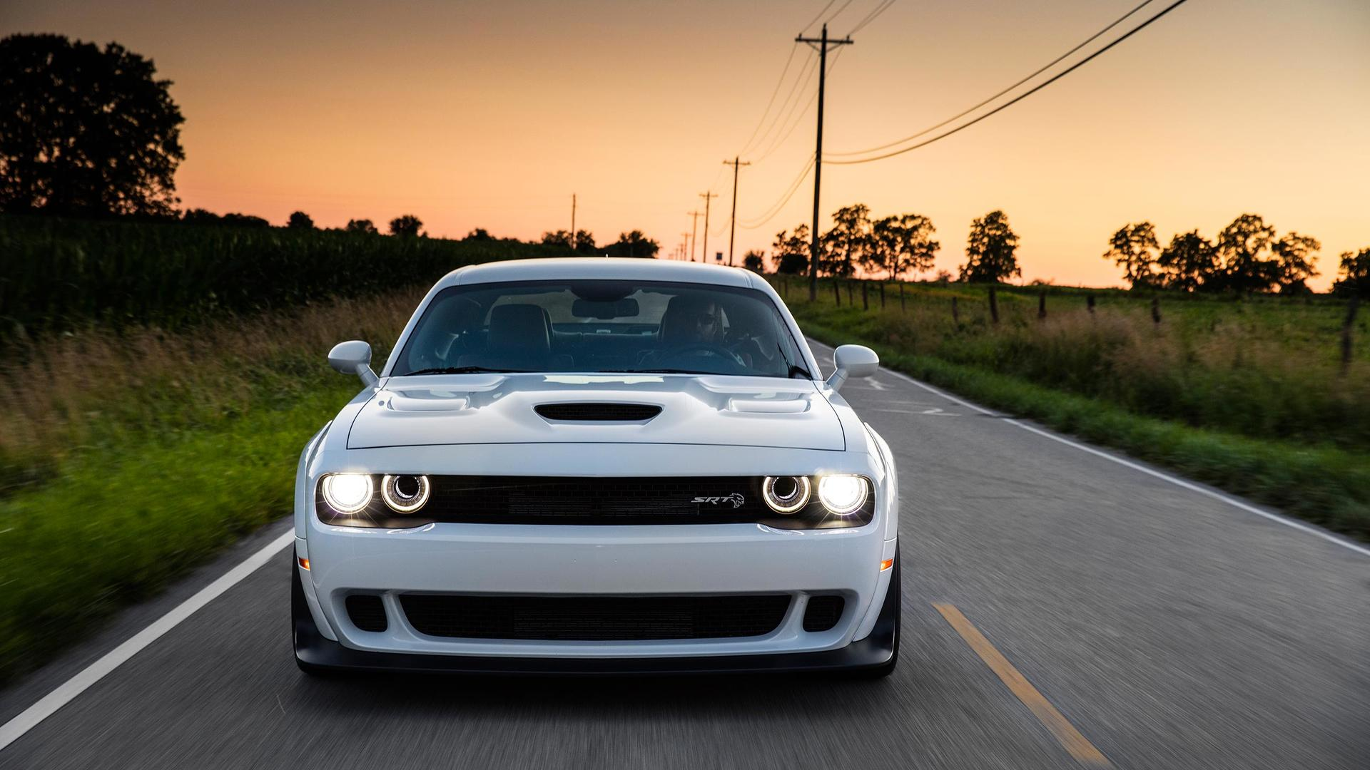 White Dodge Challenger Wallpapers Top Free White Dodge Challenger Backgrounds Wallpaperaccess
