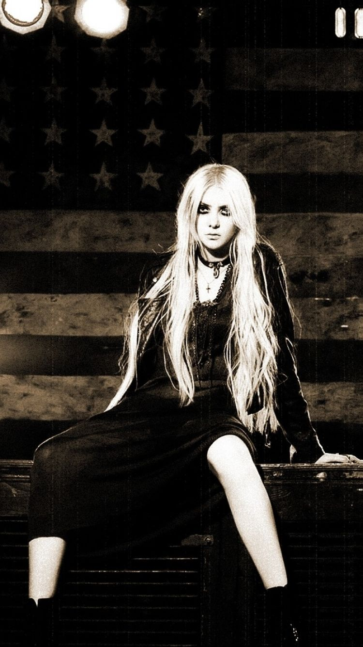 Taylor Momsen Wallpapers Top Free Taylor Momsen Backgrounds Wallpaperaccess
