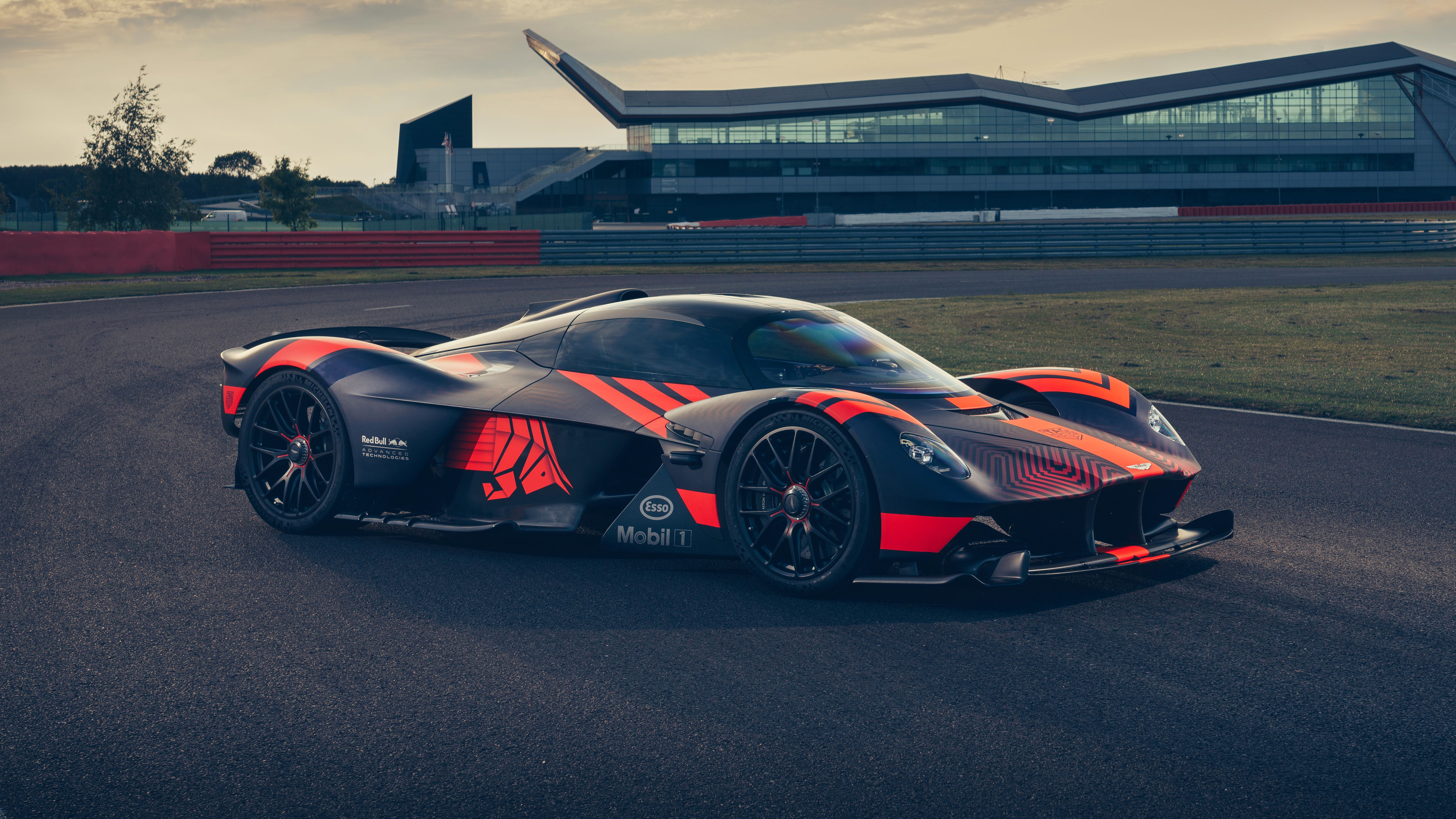 Aston Martin Valkyrie Wallpapers Top Free Aston Martin Valkyrie Backgrounds Wallpaperaccess