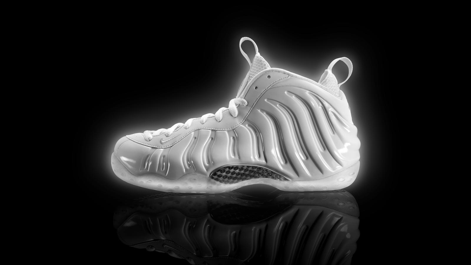 Nike Air Foamposite One Galaxy Glow In The Dark ...