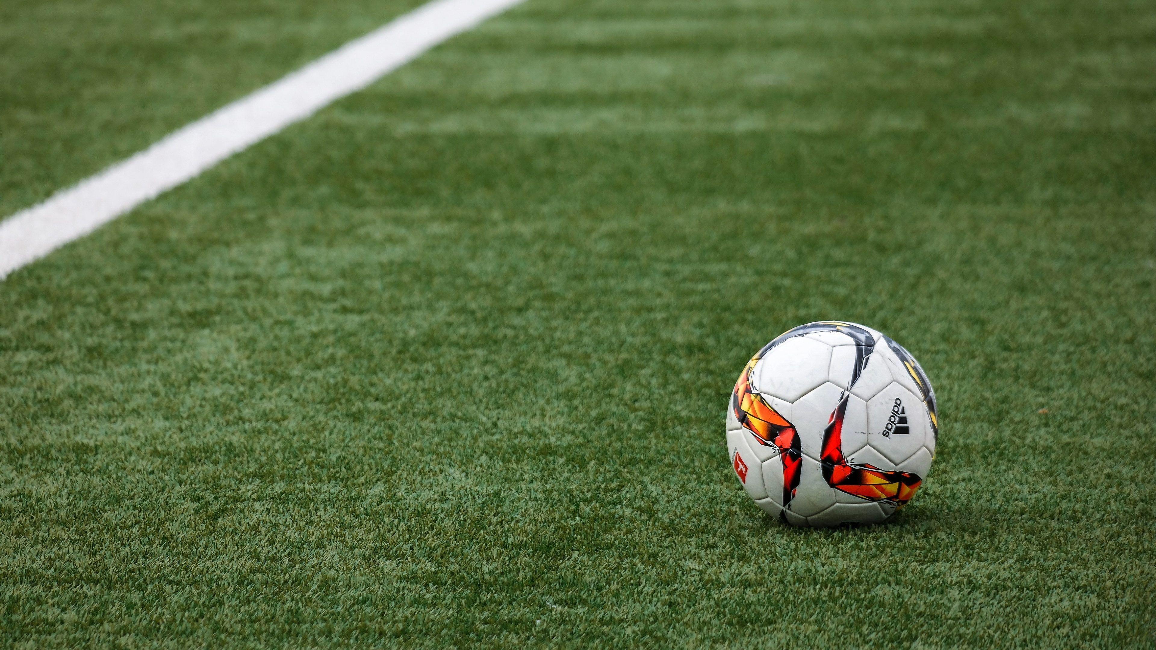 4k Football Wallpapers Top Free 4k Football Backgrounds Wallpaperaccess