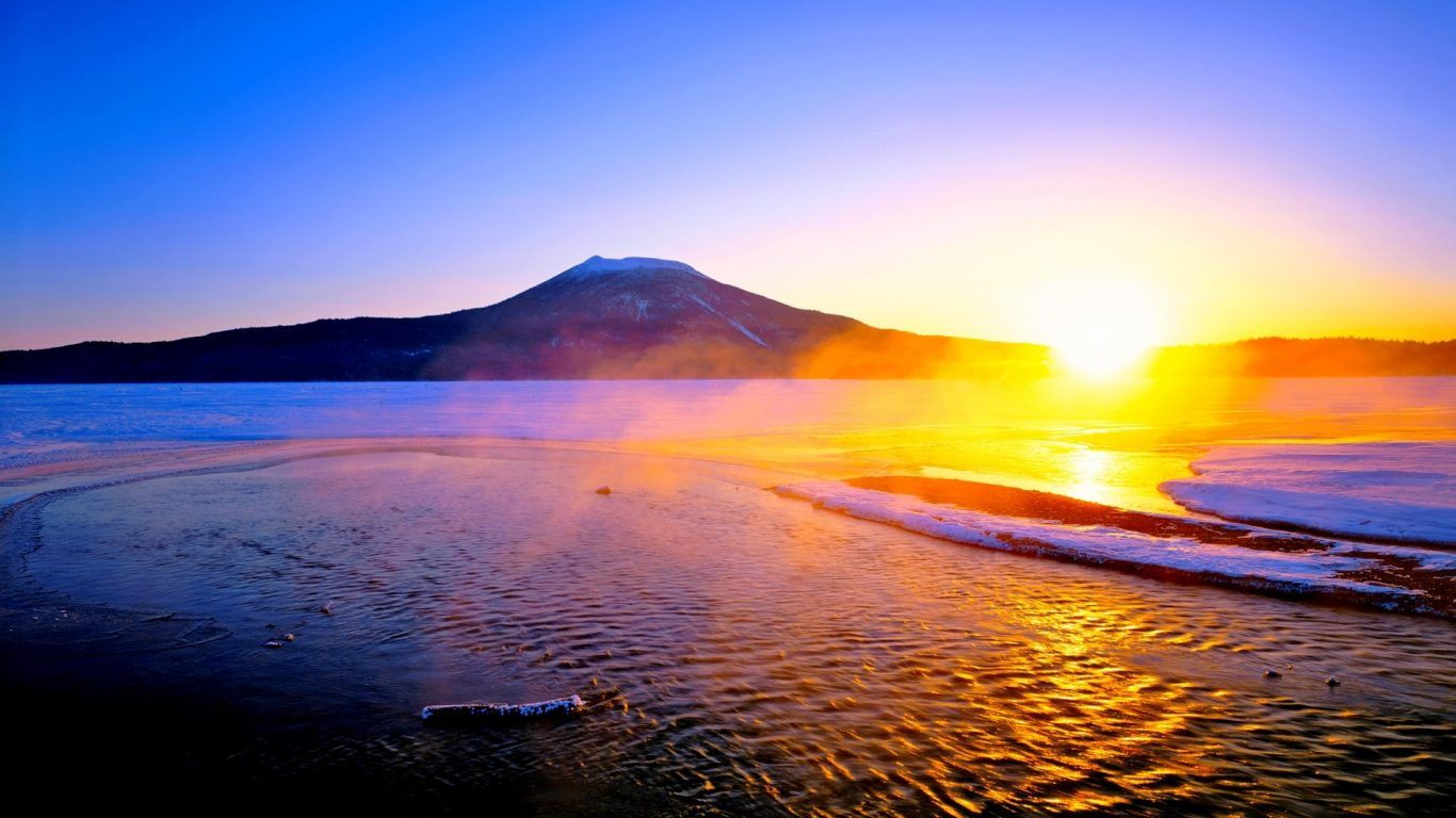 1366x768 Hoàng hôn: Shine Lake Horizon Mountain Mặt trời mọc Mặt trời mọc