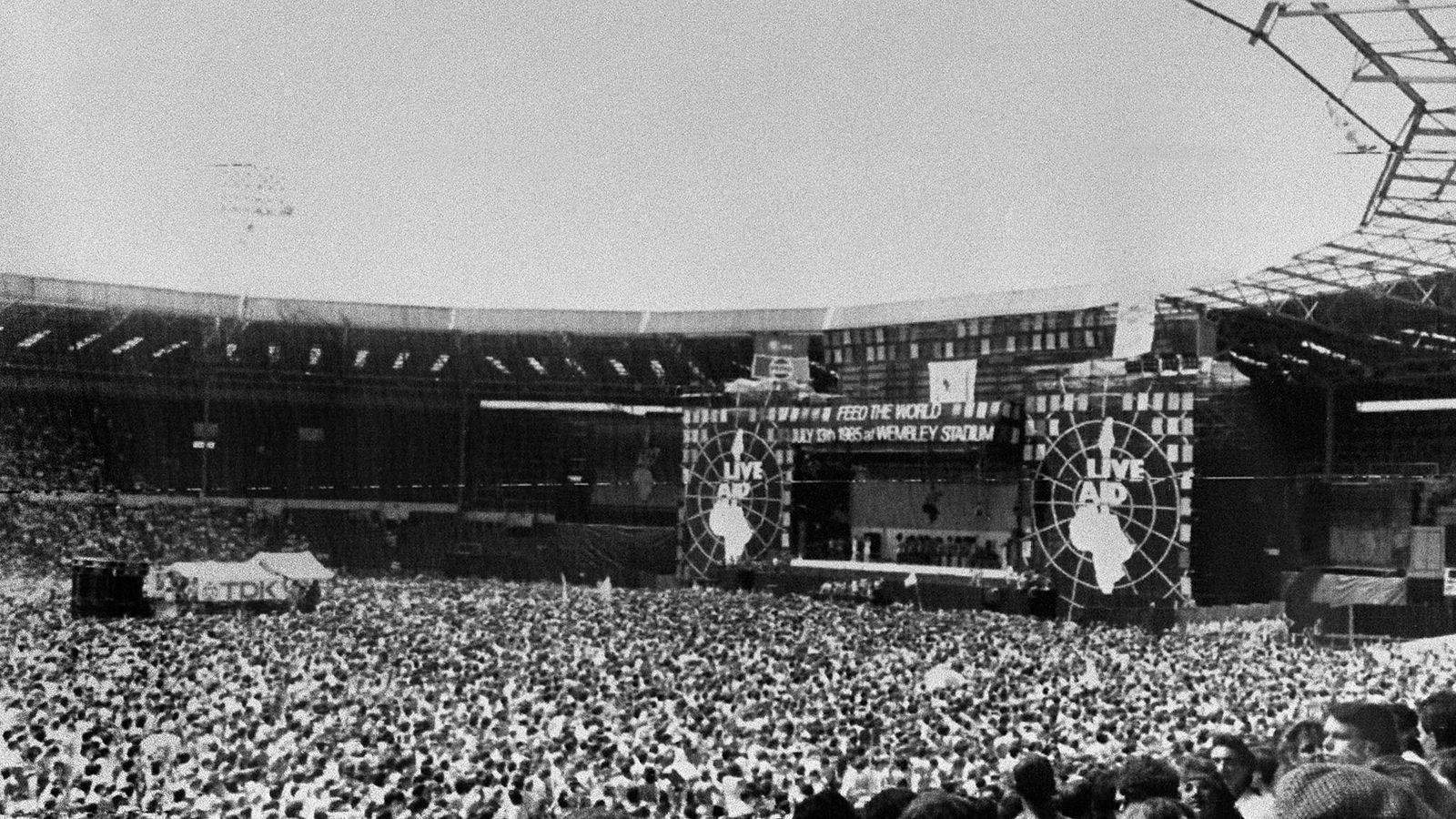 Freddie Mercury Live Aid Wallpapers Top Free Freddie Mercury Live Aid Backgrounds Wallpaperaccess
