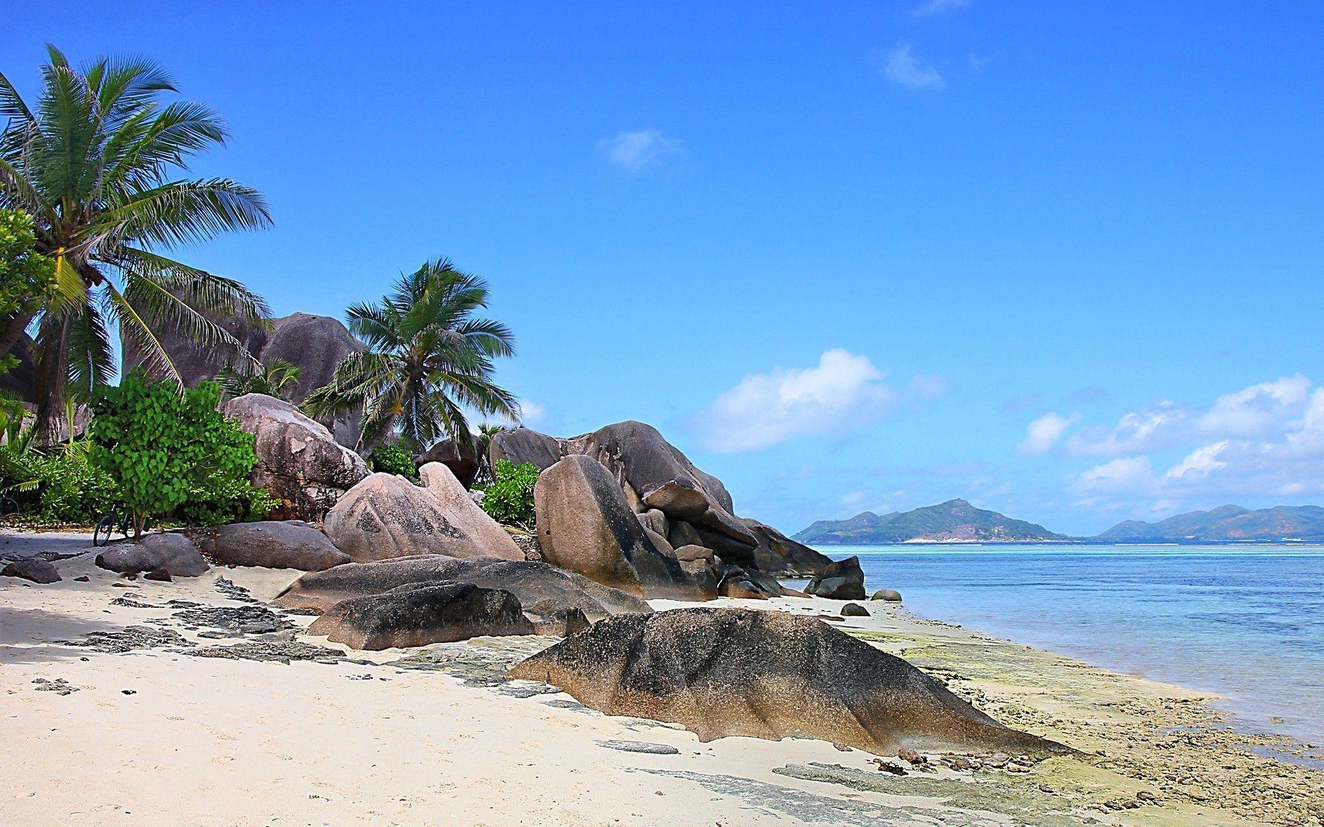 1920x1200 thiên nhiên, Phong cảnh, Seychelles, Đảo, Bãi biển, đá, Cây cọ, Biển, Cát, Núi, Nhiệt đới, Mùa hè, Mây Hình nền có độ phân giải cao / Nền máy tính để bàn và di động