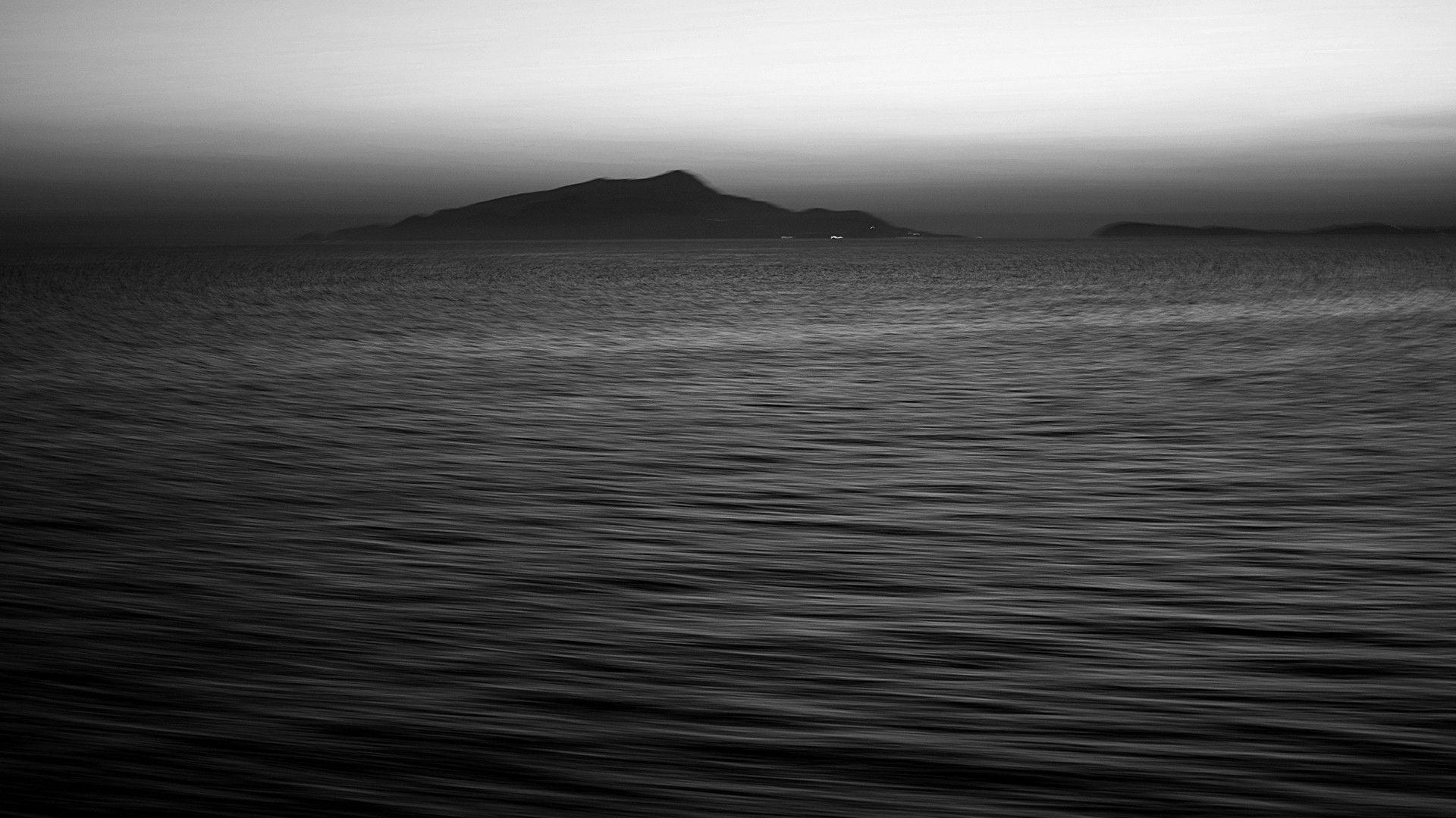 Черный океан фото
