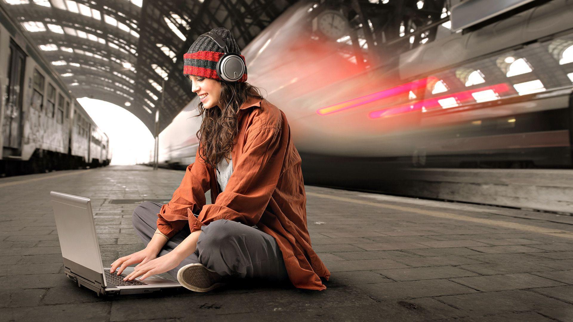 Girl Laptop Wallpapers Top Free Girl Laptop Backgrounds Wallpaperaccess